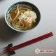 Udon dans un bouillon de poulet, œuf de canne